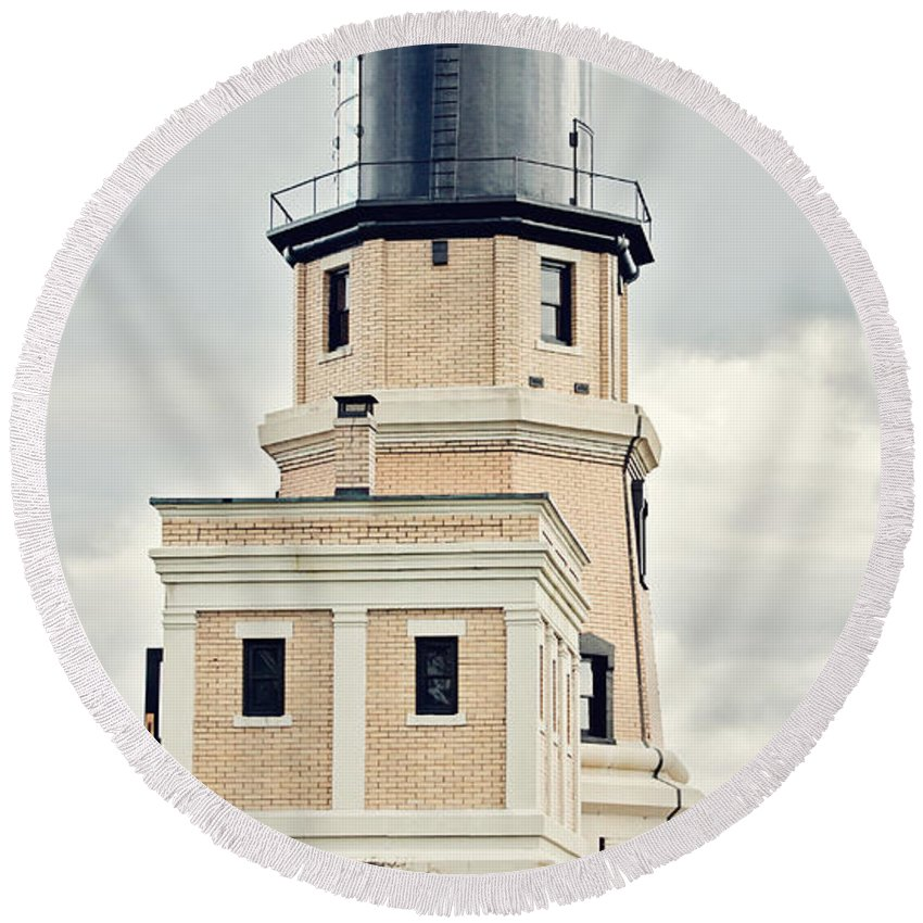 Light House Round Beach Towel featuring the photograph Split Rock Lighthouse by Pam Holdsworth