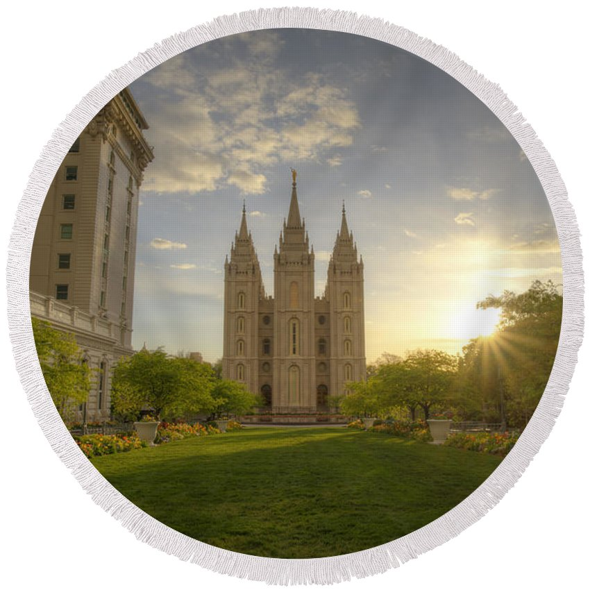 Utah Round Beach Towel featuring the photograph Spring At Temple Square by Dustin LeFevre