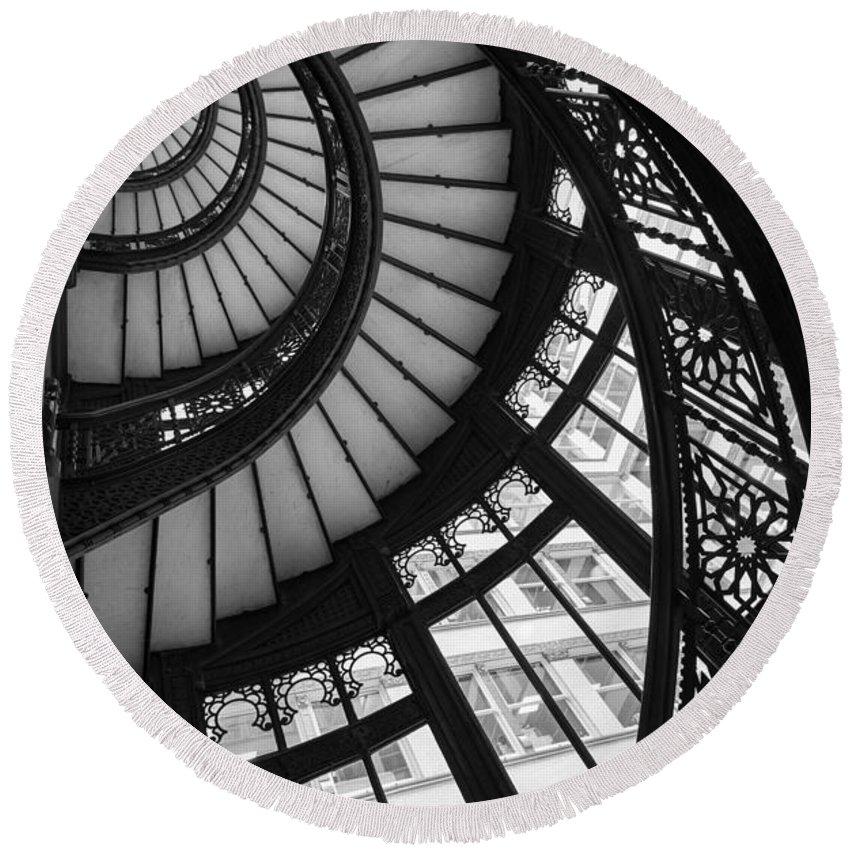 Rookery Round Beach Towel featuring the photograph Stairwell The Rookery Chicago Il by Steve Gadomski