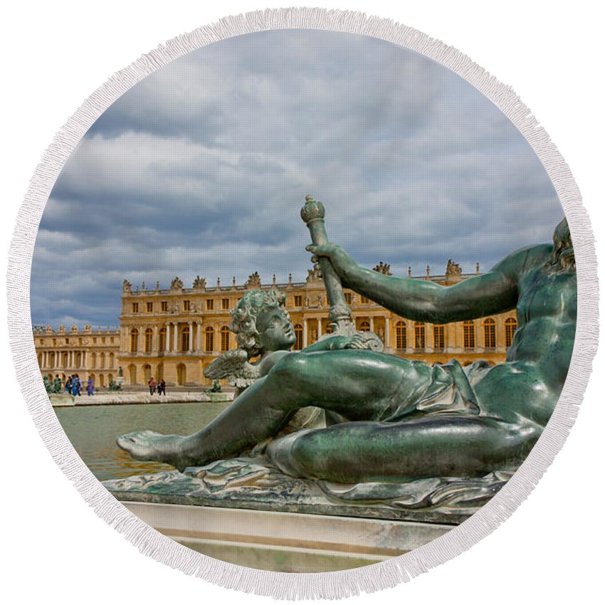 Paris Round Beach Towel featuring the photograph Statue In Front Of Versailles by Anthony Doudt