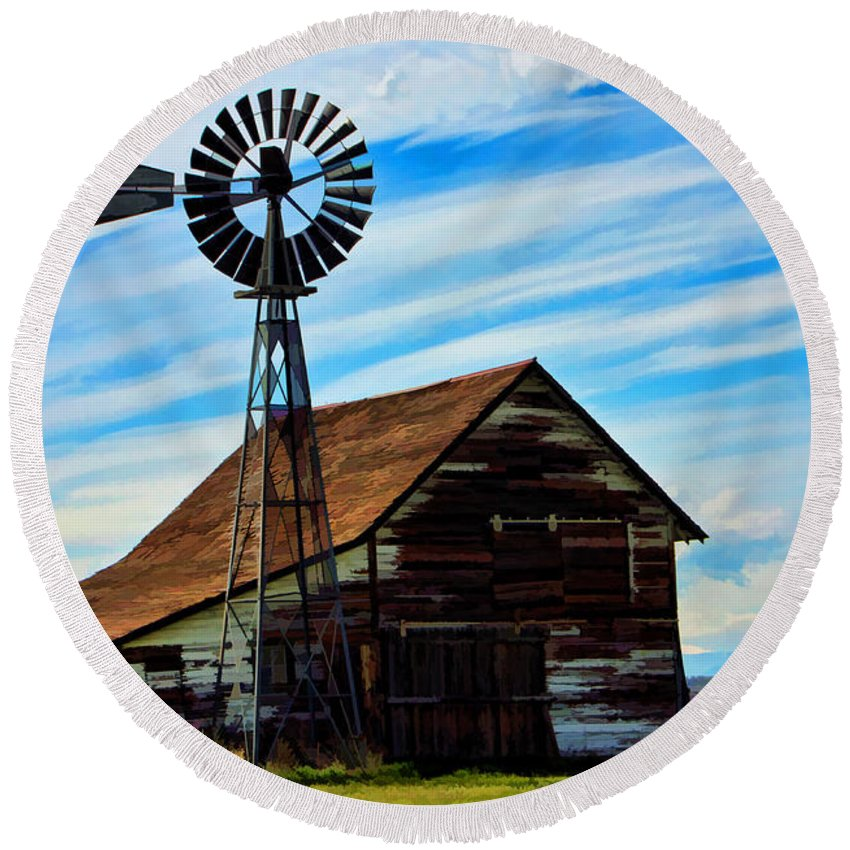 Barn Round Beach Towel featuring the photograph Still Standing by David Sanchez