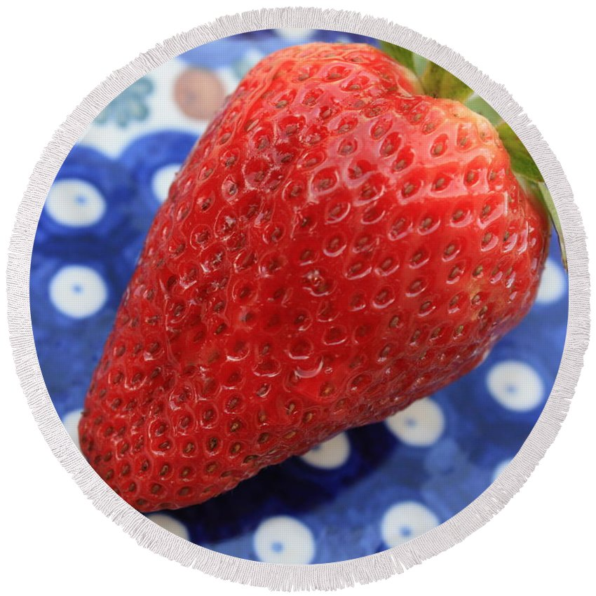Strawberry Round Beach Towel featuring the photograph Strawberry On Blue Plate by Carol Groenen
