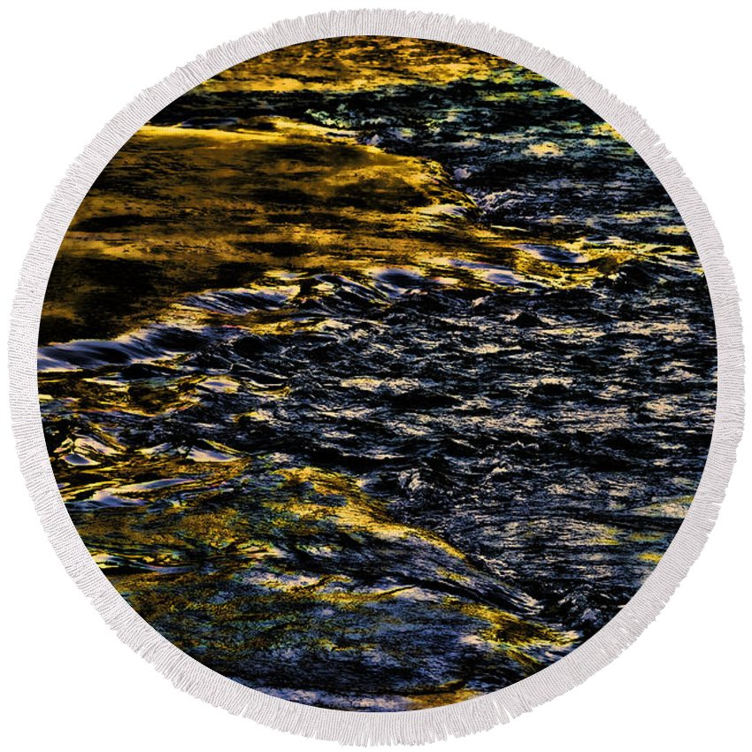 River Round Beach Towel featuring the photograph Streaming Sensation by Steven Richardson