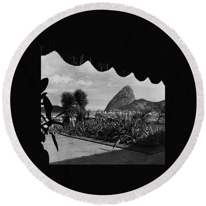 Exterior Round Beach Towel featuring the photograph Sugarloaf Mountain Seen From The Patio At Carlos by Luis Lemus