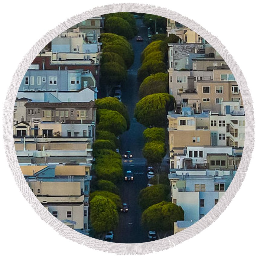 San Francisco Round Beach Towel featuring the photograph Summer Green On Lombard Street by Scott Campbell