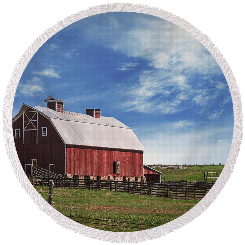 Colorado Round Beach Towel featuring the photograph Summer Mancos Barn by Janice Pariza