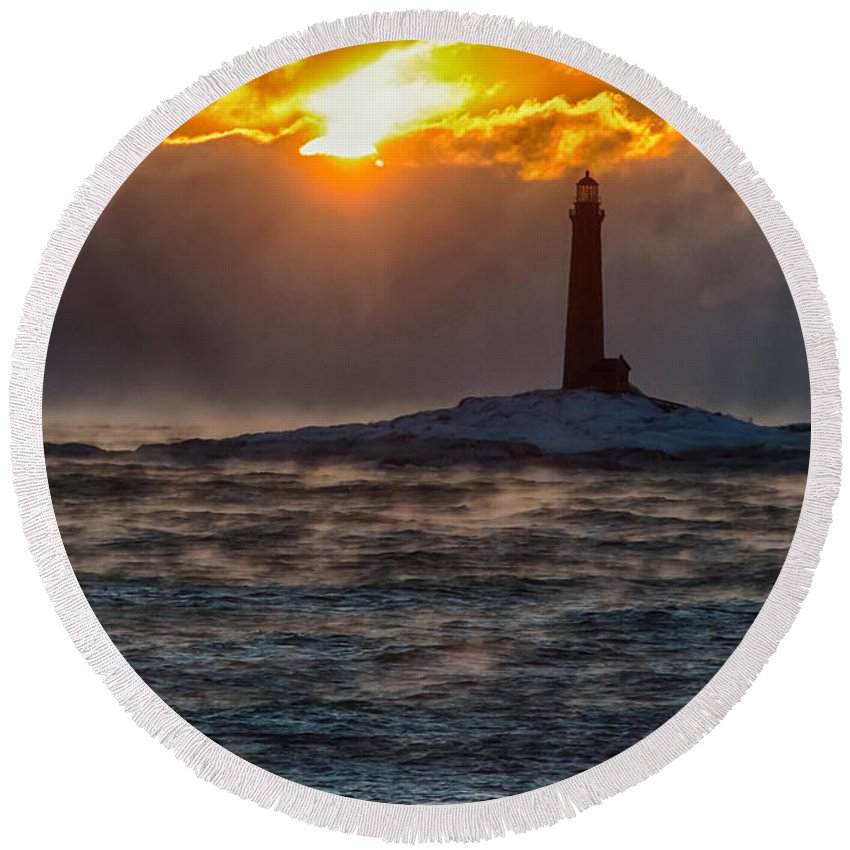 Lighthouse Solitude Round Beach Towel featuring the photograph Sun Climbing Over Thacher Island Lighthouse by Jeff Folger