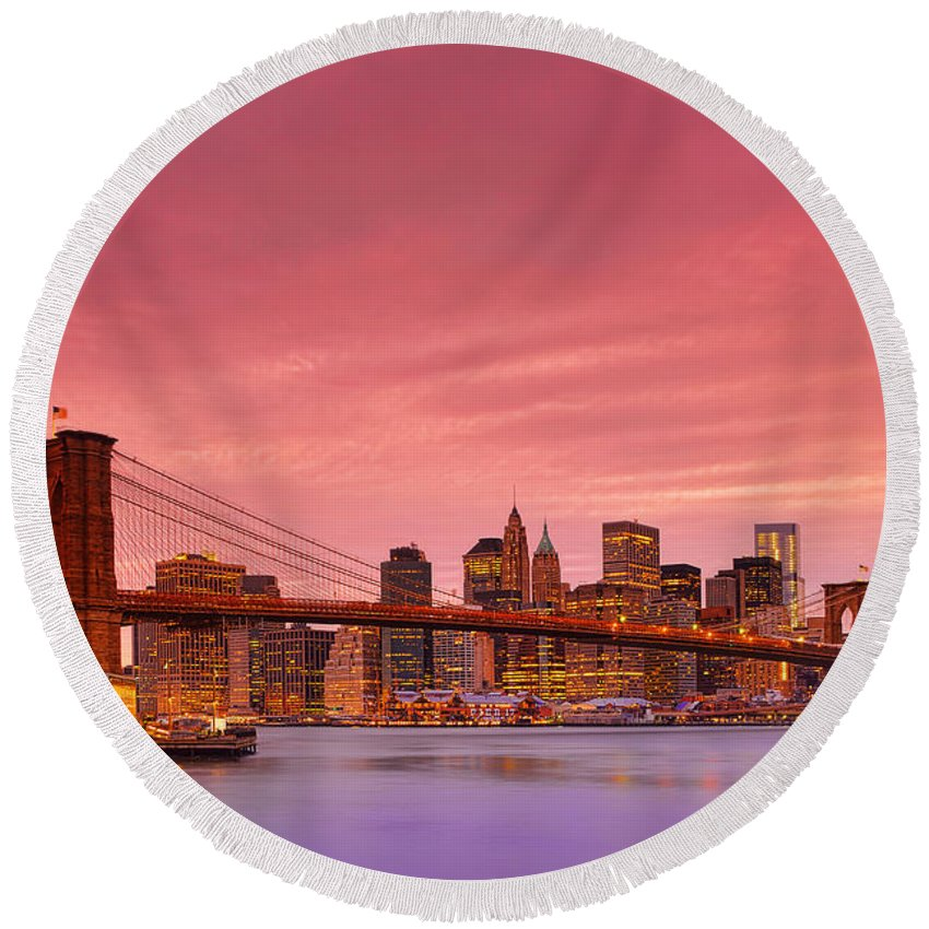 Brooklyn Bridge Round Beach Towel featuring the photograph Sundown City by Midori Chan