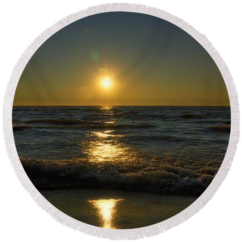 Lake Michigan Round Beach Towel featuring the photograph Sundown Gazing by Thomas Woolworth