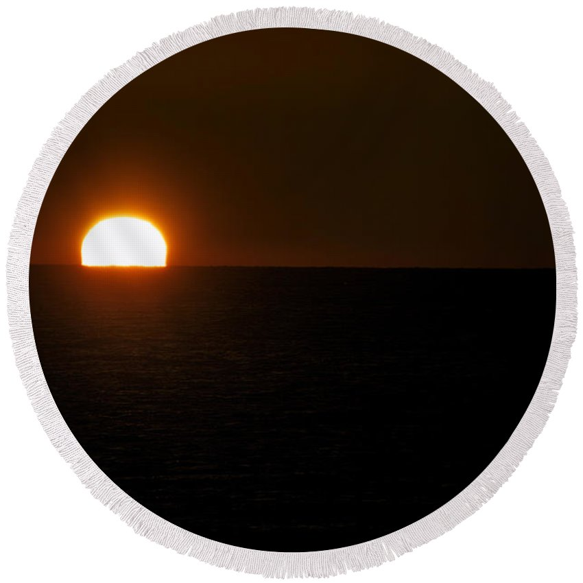Lake Michigan Round Beach Towel featuring the photograph Sundown Gleaming by Thomas Woolworth