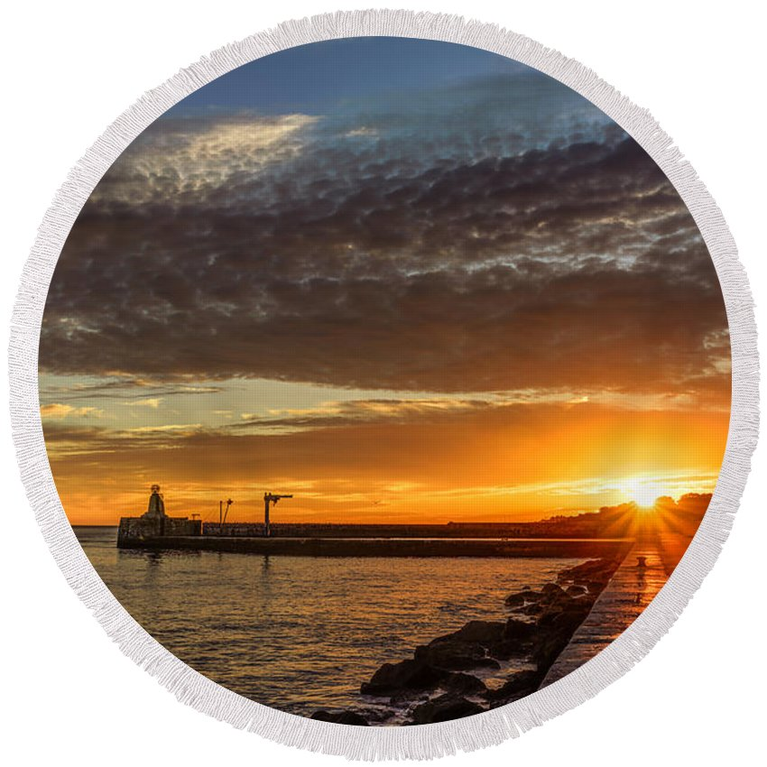 Sunset Round Beach Towel featuring the photograph Sundown by Marco Oliveira
