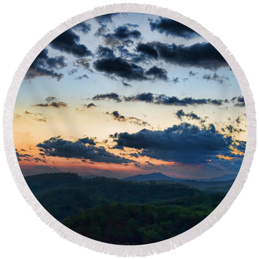 Tennessee Round Beach Towel featuring the painting Sundown by Steven Richardson