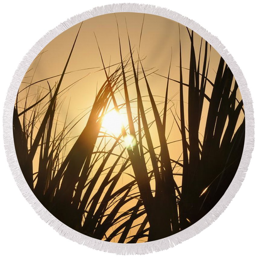 Sundown Round Beach Towel featuring the photograph Sundown Through The Grass by Bill Cannon