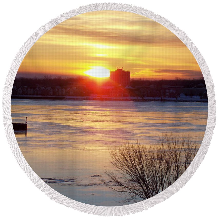 Sunrise On A Cold Frozen Niagara River Round Beach Towel featuring the photograph Sunrise On A Cold Frozen Niagara River by John Telfer