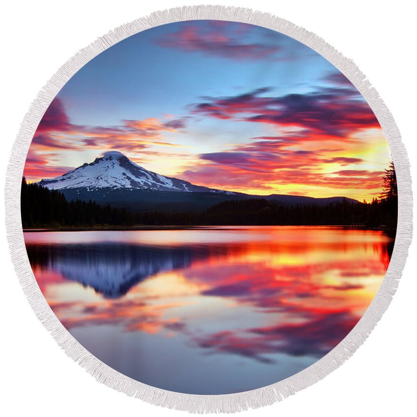 Mount Hood Round Beach Towel featuring the photograph Sunrise On The Lake by Darren White