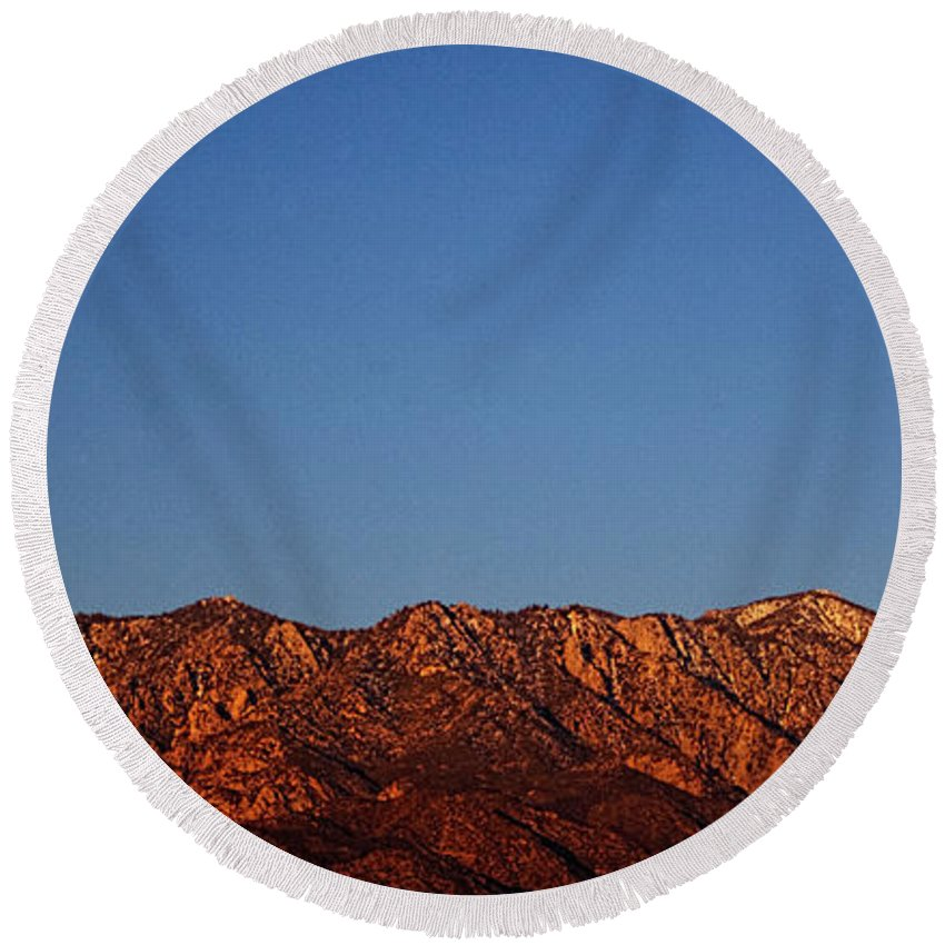 Pictorial Round Beach Towel featuring the photograph Sunrise With Moon Setting On San Jacinto Mountains by Roger Passman