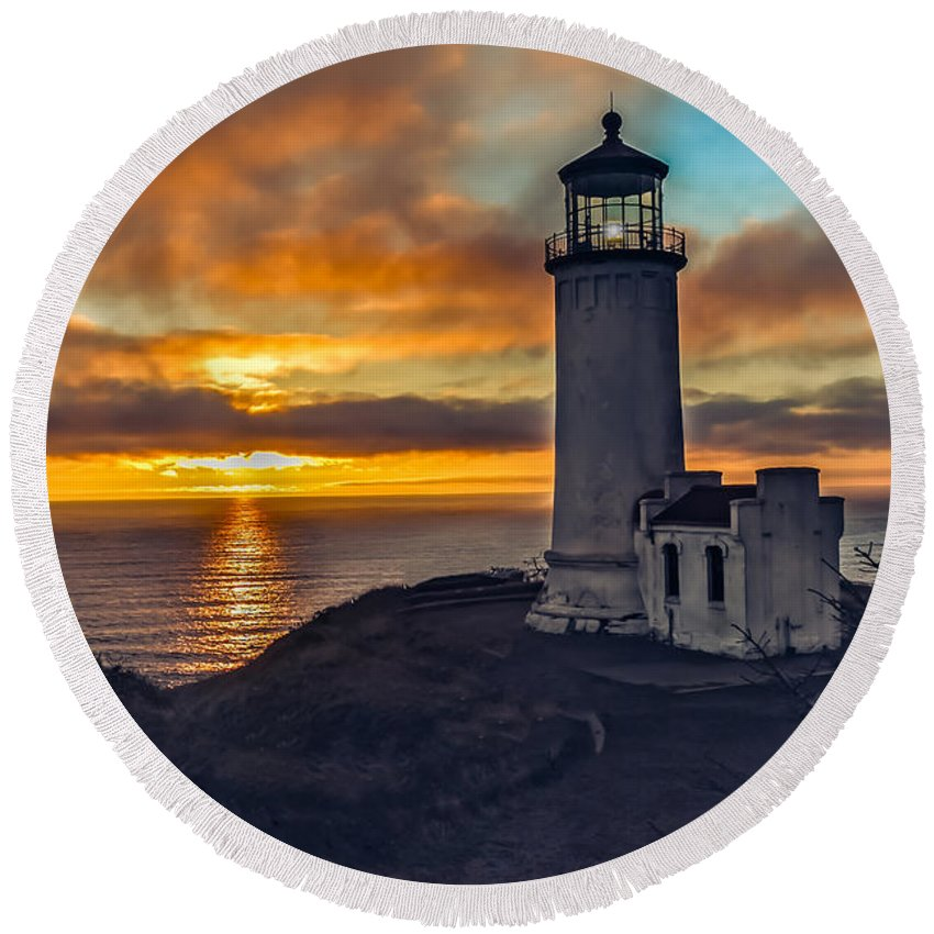 Lighthouse Round Beach Towel featuring the photograph Sunset At North Head by Robert Bales