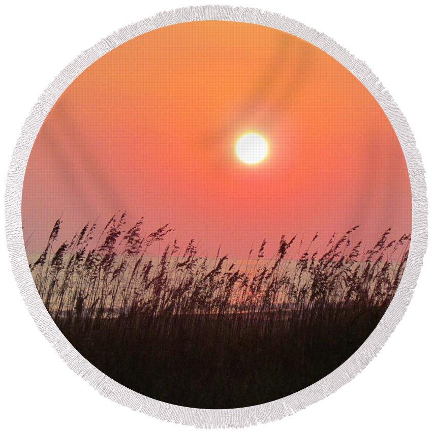 Sun Round Beach Towel featuring the photograph Sunset At The Beach by Cynthia Guinn
