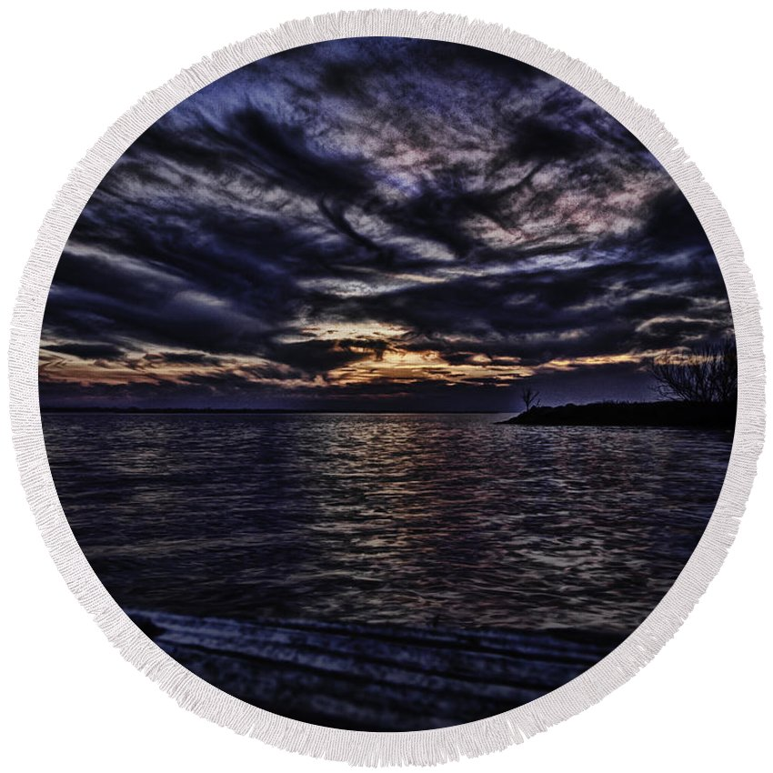 Lake Poygan Round Beach Towel featuring the photograph Sunset On Lake Poygan 4 by Thomas Young