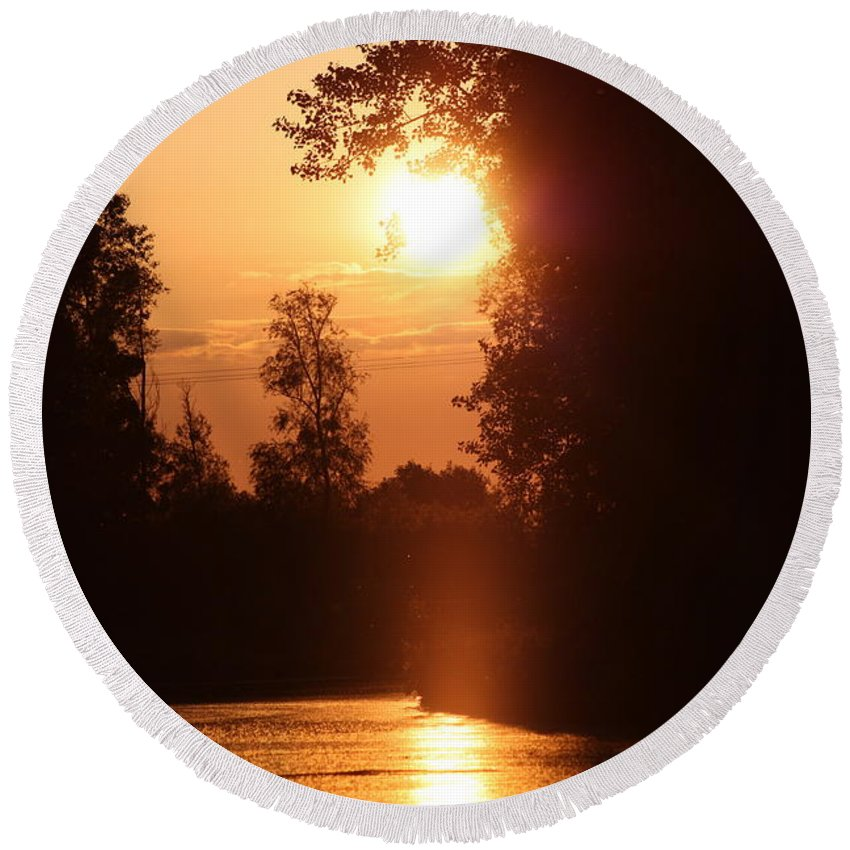 Rogerio Mariani Round Beach Towel featuring the photograph Sunset Over The Canals by Rogerio Mariani