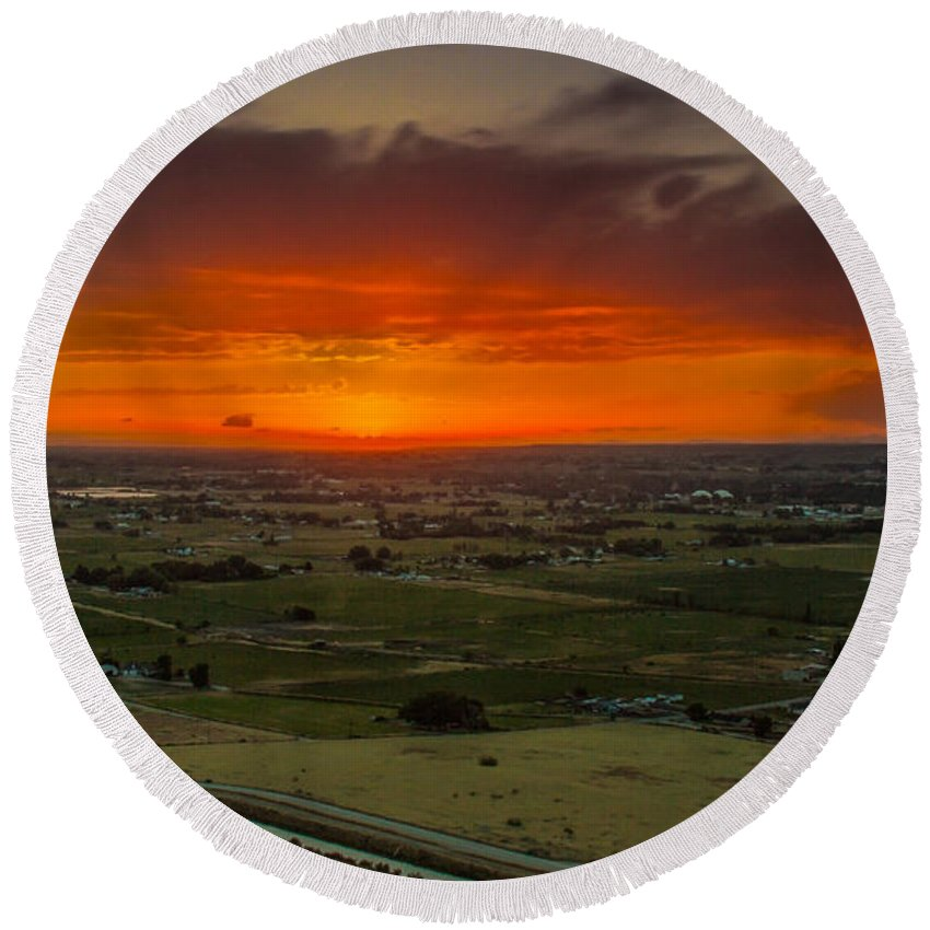 Emmett Round Beach Towel featuring the photograph Sunset Over The Valley by Robert Bales