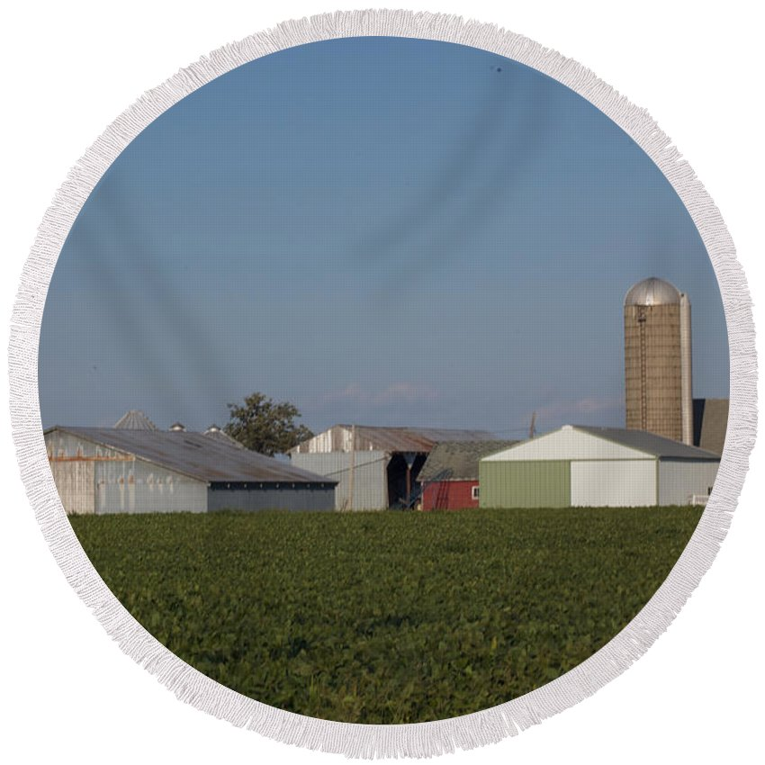 Family Farm Round Beach Towel featuring the photograph Sunset by Rich Mengel