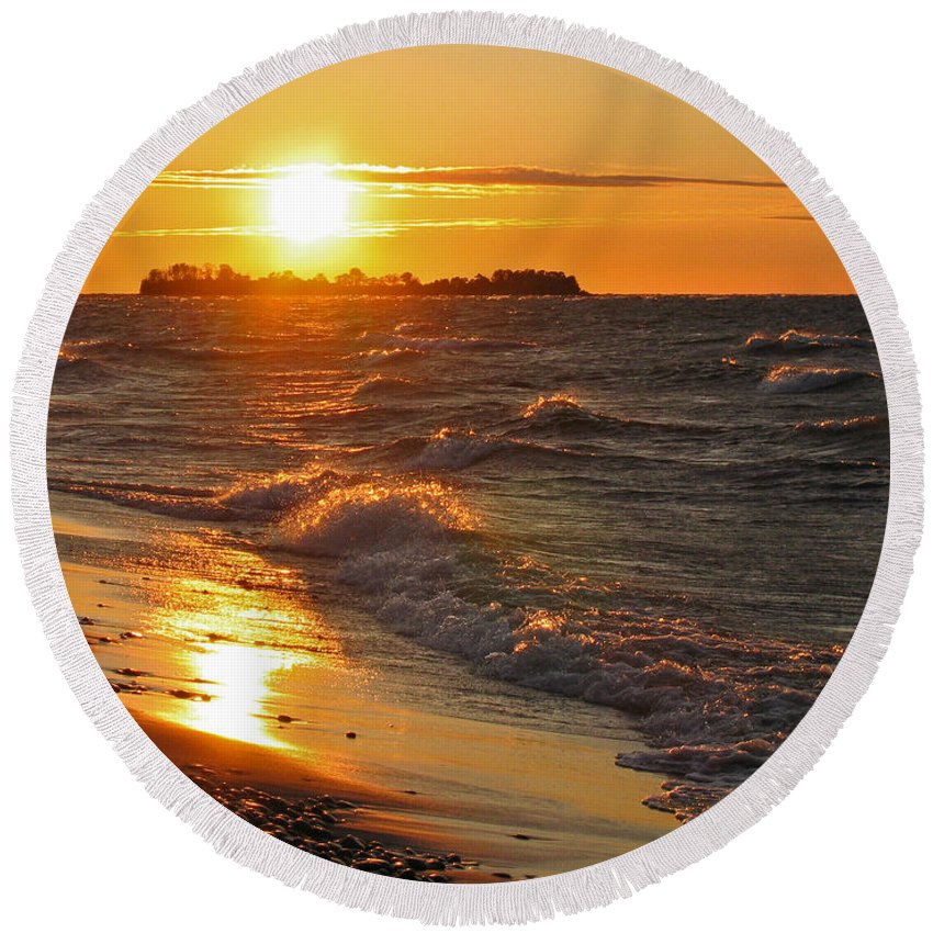 Sunset Round Beach Towel featuring the photograph Superior Sunset by Ann Horn
