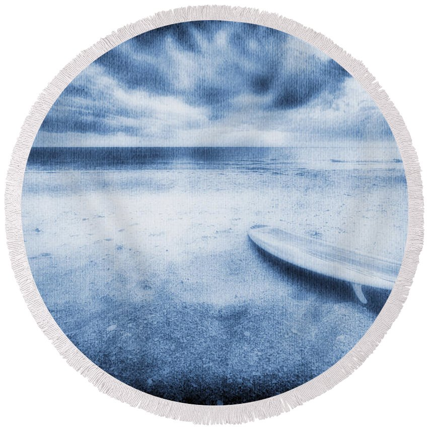 Surfboard Round Beach Towel featuring the photograph Surfboard On The Beach by Skip Nall