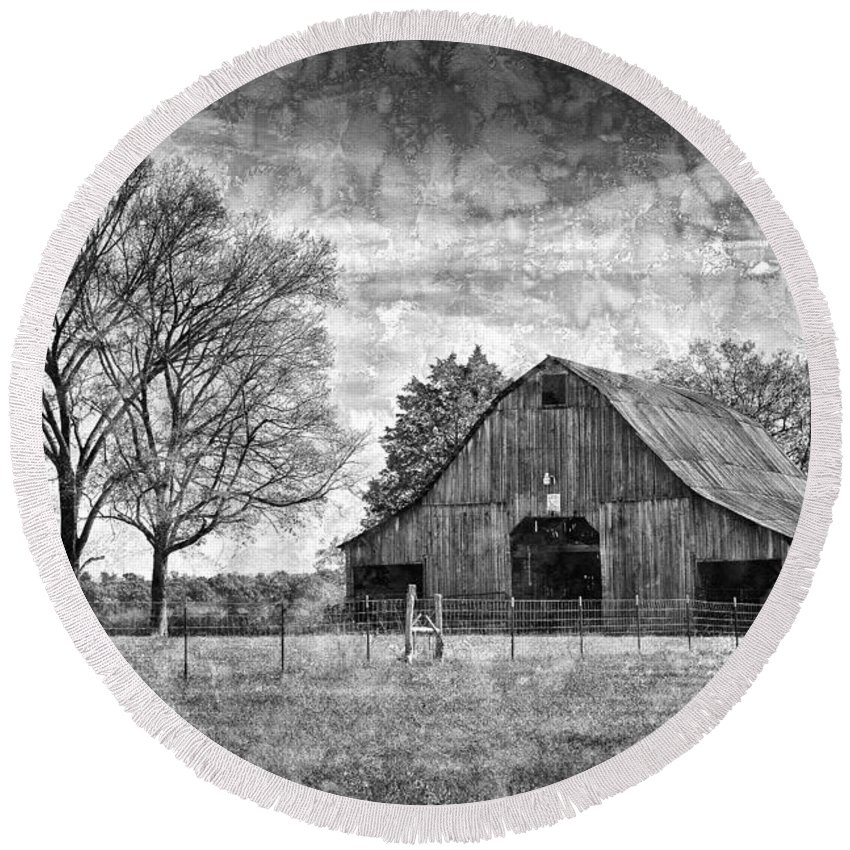 Barn Round Beach Towel featuring the photograph Tennessee Barn by Diana Powell