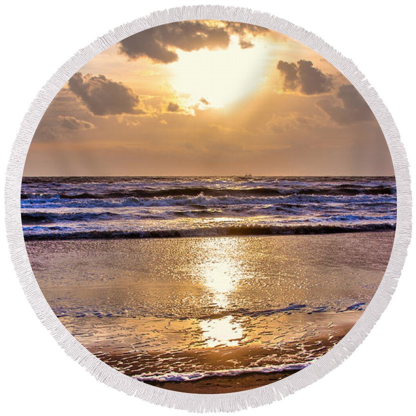 Sky Round Beach Towel featuring the photograph The Beach Part 2 by Alex Hiemstra