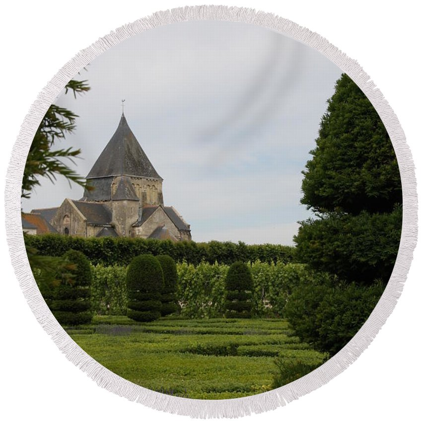Boxwood Round Beach Towel featuring the photograph The Boxwood Garden - Villandry by Christiane Schulze Art And Photography