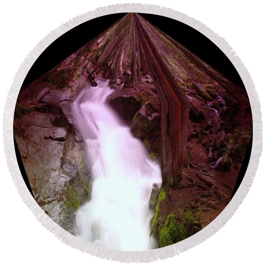Waterfalls Round Beach Towel featuring the photograph The End Of Silver Falls by Jeff Swan