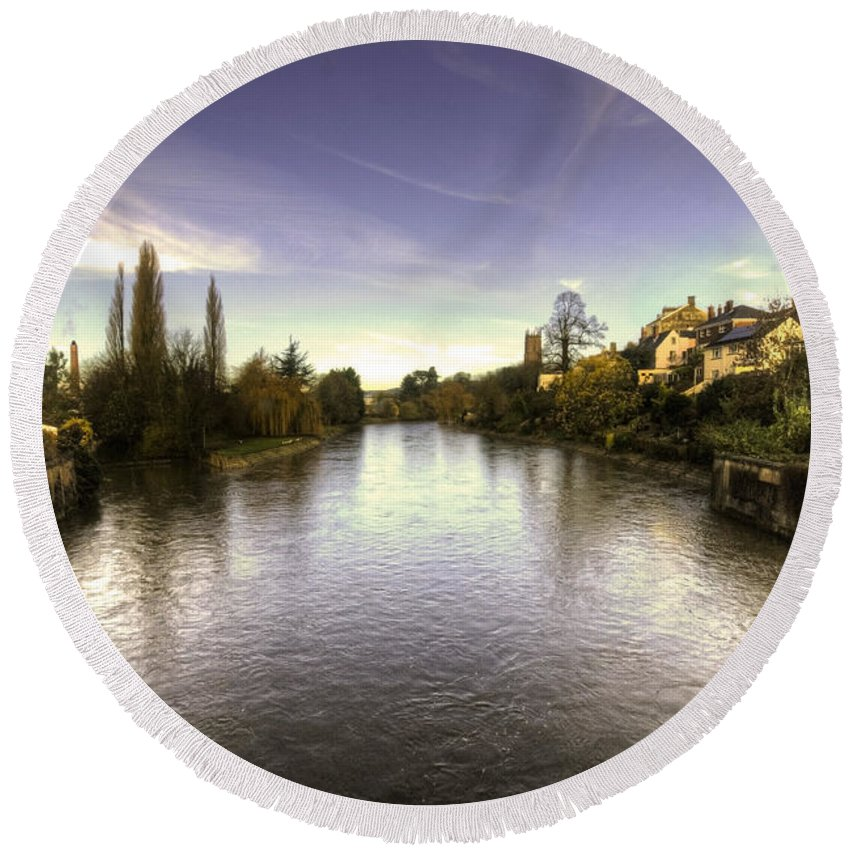 River Round Beach Towel featuring the photograph The Exe At Tiverton by Rob Hawkins