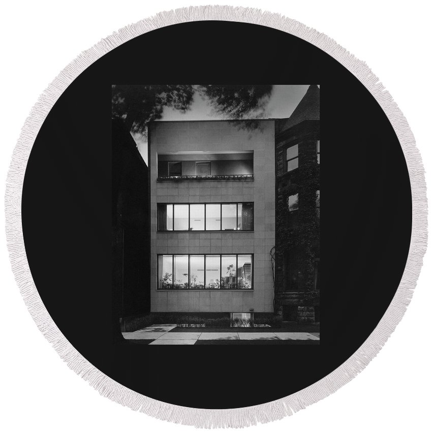 Architecture Round Beach Towel featuring the photograph The Exterior Of A Modern Townhouse by Hedrich-Blessing