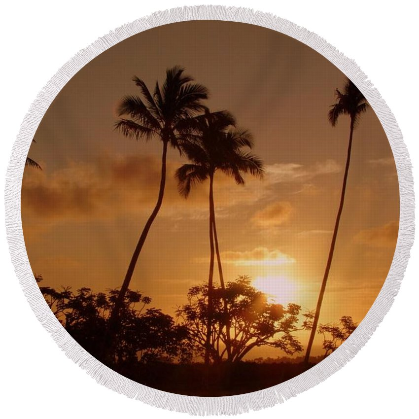 Sunset Round Beach Towel featuring the photograph The Glow Of Sunset by Mary Deal
