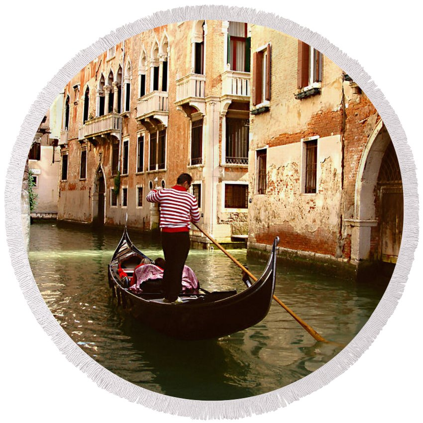 The Gondolier Round Beach Towel featuring the photograph The Gondolier by Ellen Henneke