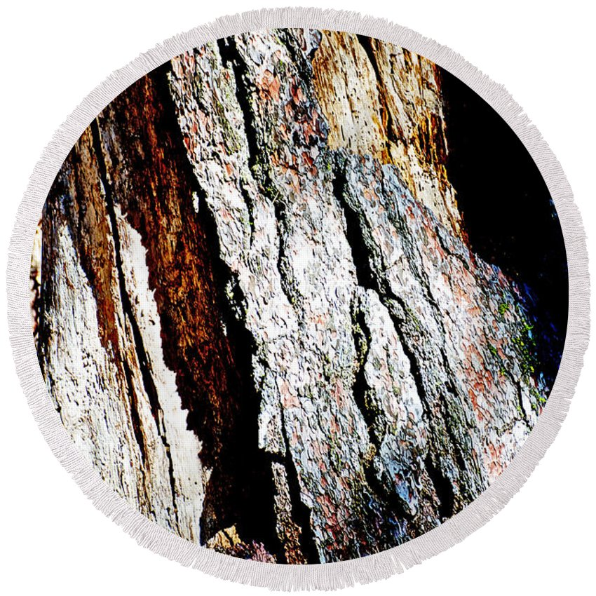 The Heart Of Barkness In Mariposa Grove In Yosemite National Park-california In Mariposa Grove In Yosemite National Park Round Beach Towel featuring the photograph The Heart Of Barkness In Mariposa Grove In Yosemite National Park-california by Ruth Hager