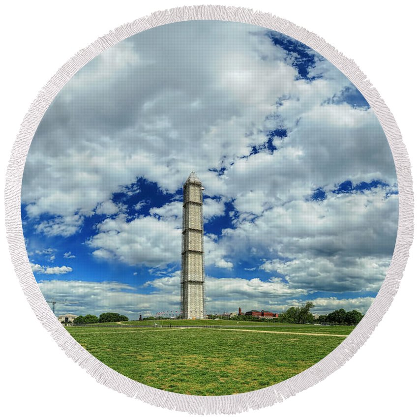 Metro Round Beach Towel featuring the photograph The Scaffolding by Metro DC Photography