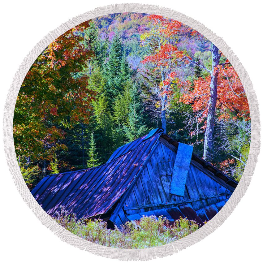 Old Barn Round Beach Towel featuring the photograph The Shack by Sherman Perry