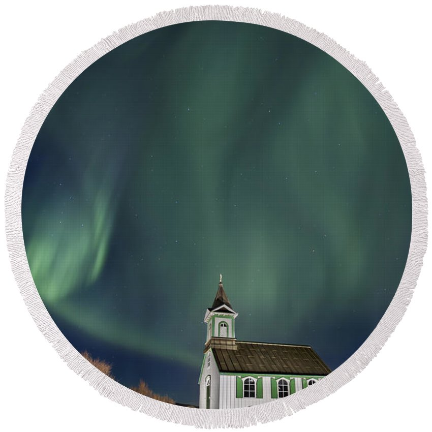 Aurora Round Beach Towel featuring the photograph The Spirit Of Iceland by Evelina Kremsdorf