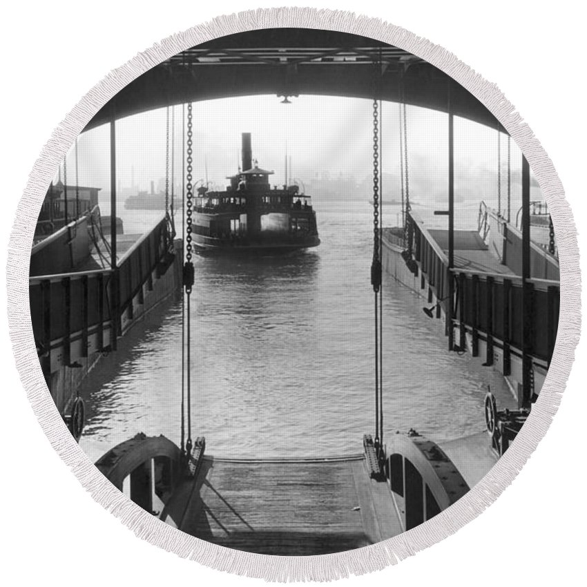 1931 Round Beach Towel featuring the photograph The Staten Island Ferry by Underwood Archives