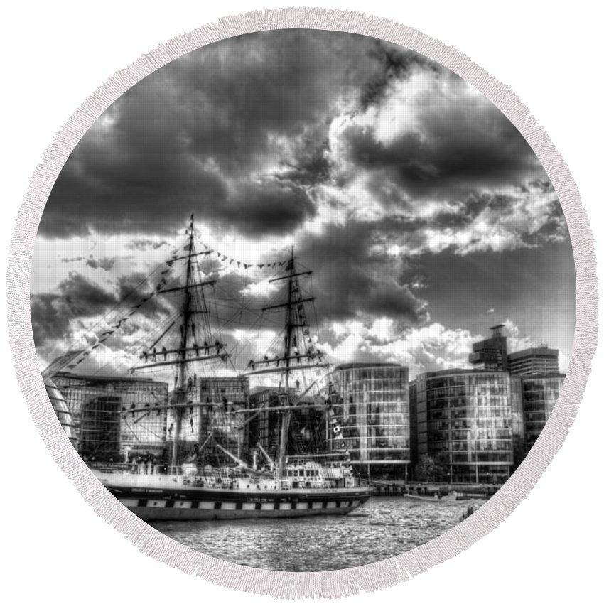 Ship Round Beach Towel featuring the photograph The Stavros N Niarchos London by David Pyatt
