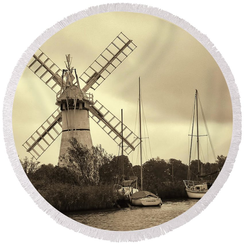 Thurne Windmill Iii Round Beach Towel featuring the photograph Thurne Windmill IIi by Phyllis Taylor