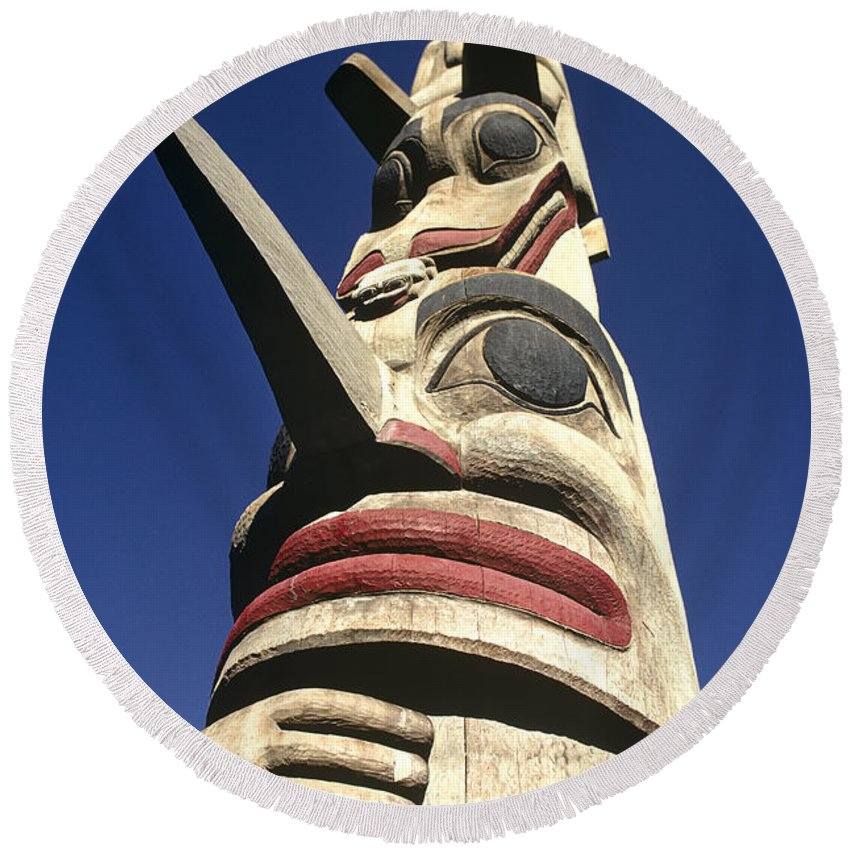 Americas Round Beach Towel featuring the photograph Towering Totem by Roderick Bley