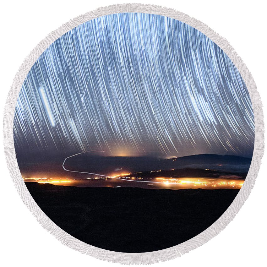 Big Island Round Beach Towel featuring the photograph Trails Of Stars Over Big Island by Jason Chu