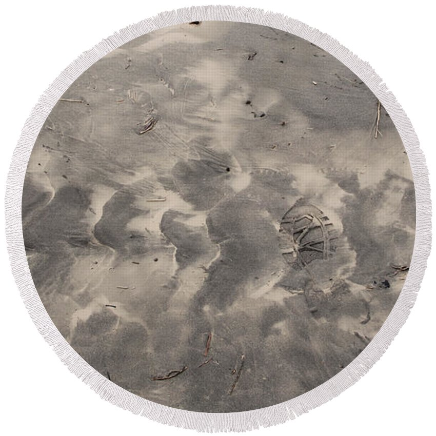Ocean Round Beach Towel featuring the photograph Tread On The Beach by Jeanette C Landstrom