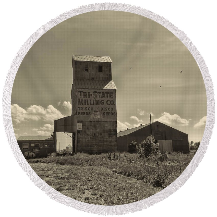Grain Elevator Round Beach Towel featuring the photograph Tri State Millling by Cathy Anderson