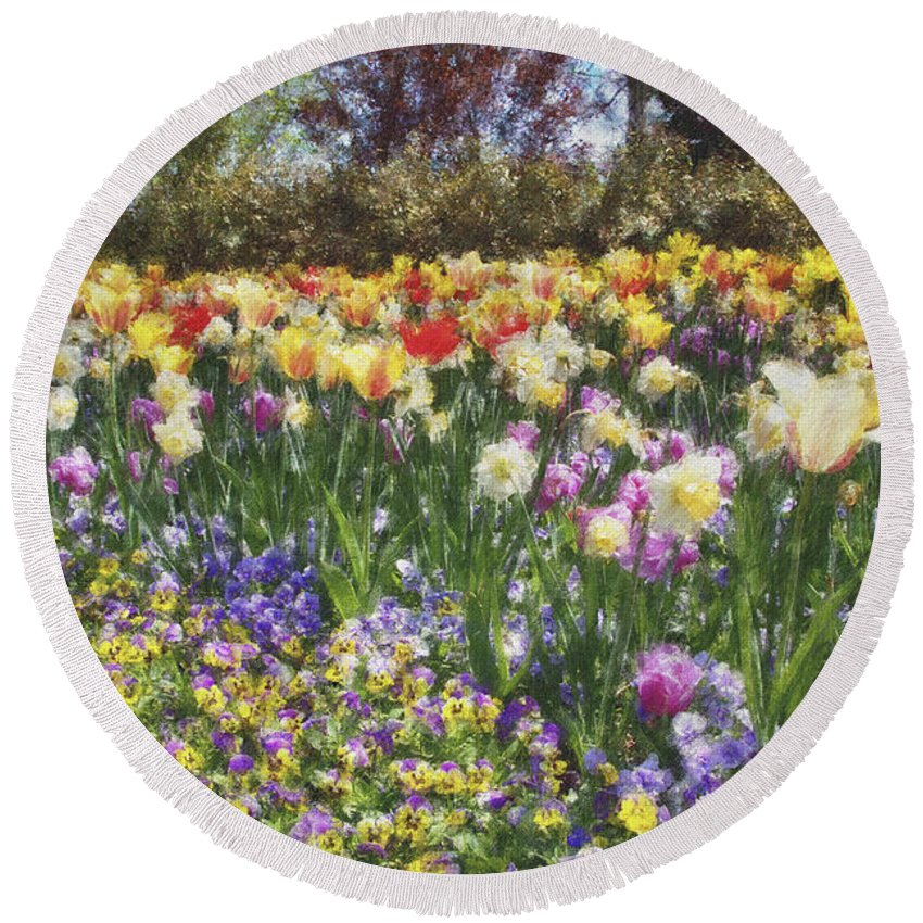 Tulips Round Beach Towel featuring the photograph Tulips At Dallas Arboretum V33 by Douglas Barnard