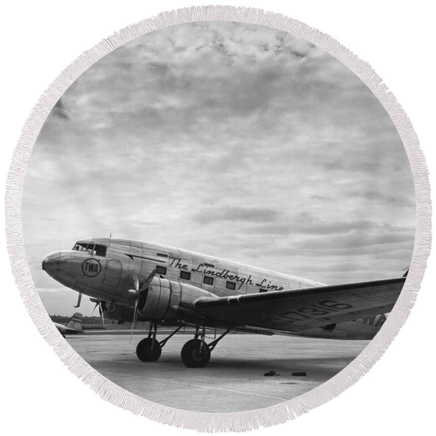 1930's Round Beach Towel featuring the photograph Twa Dc-3b Aircraft by Underwood Archives