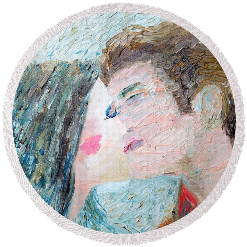 Lover Round Beach Towel featuring the painting Two Lovers Kissing by Fabrizio Cassetta